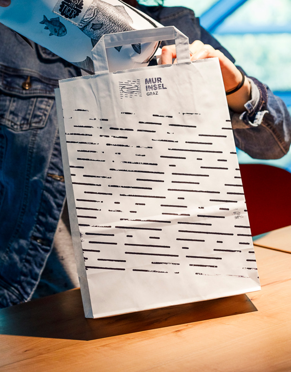 Markenentwicklung Printdesign Papiertuete von look design Graz fuer Murinsel