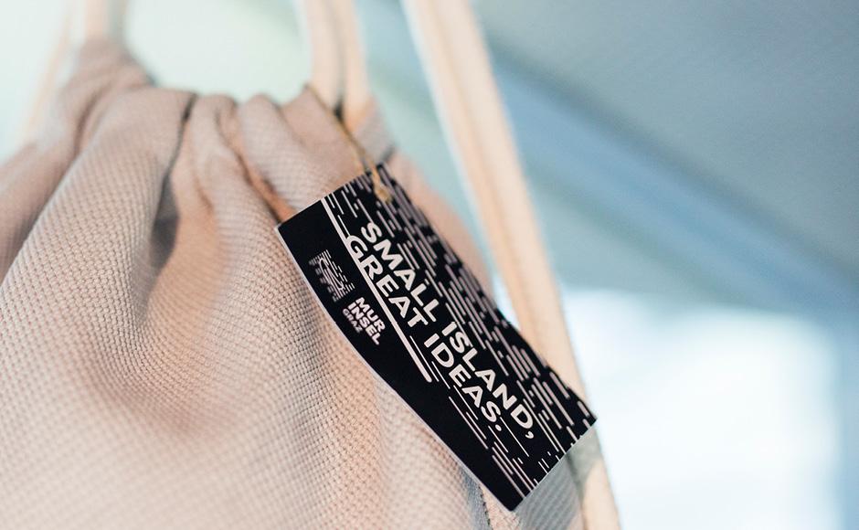 Markenentwicklung Printdesign Produkttags von look design Graz fuer Murinsel