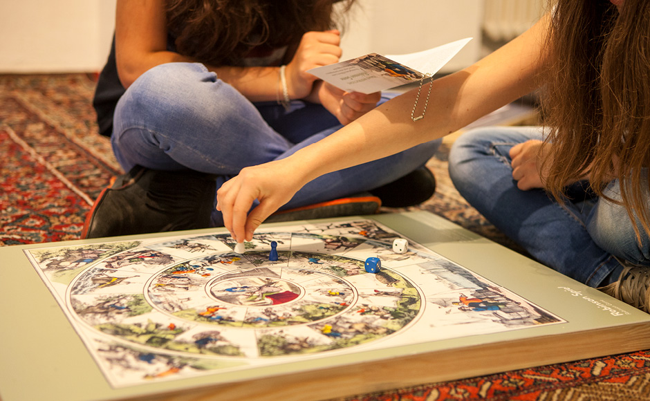 """Ausstellungsgrafik für die Ausstellung """"Welt im Spiel"""" im GrazMuseum von der Werbeagentur look! design"""