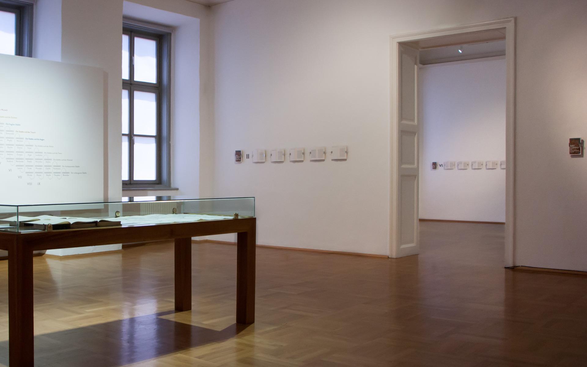 """Ausstellungsgestaltung für """"Italo Calvino. Die Hölle der Lebenden"""" im GrazMuseum von der Designagentur look! design"""