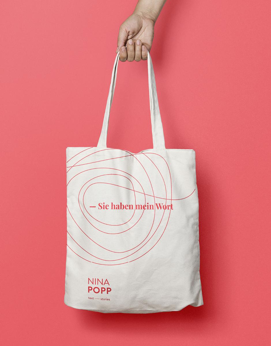 Bedruckte Tasche für die Texterin Nina Popp von look! design im Rahmen vom Redesign ihrer Marke