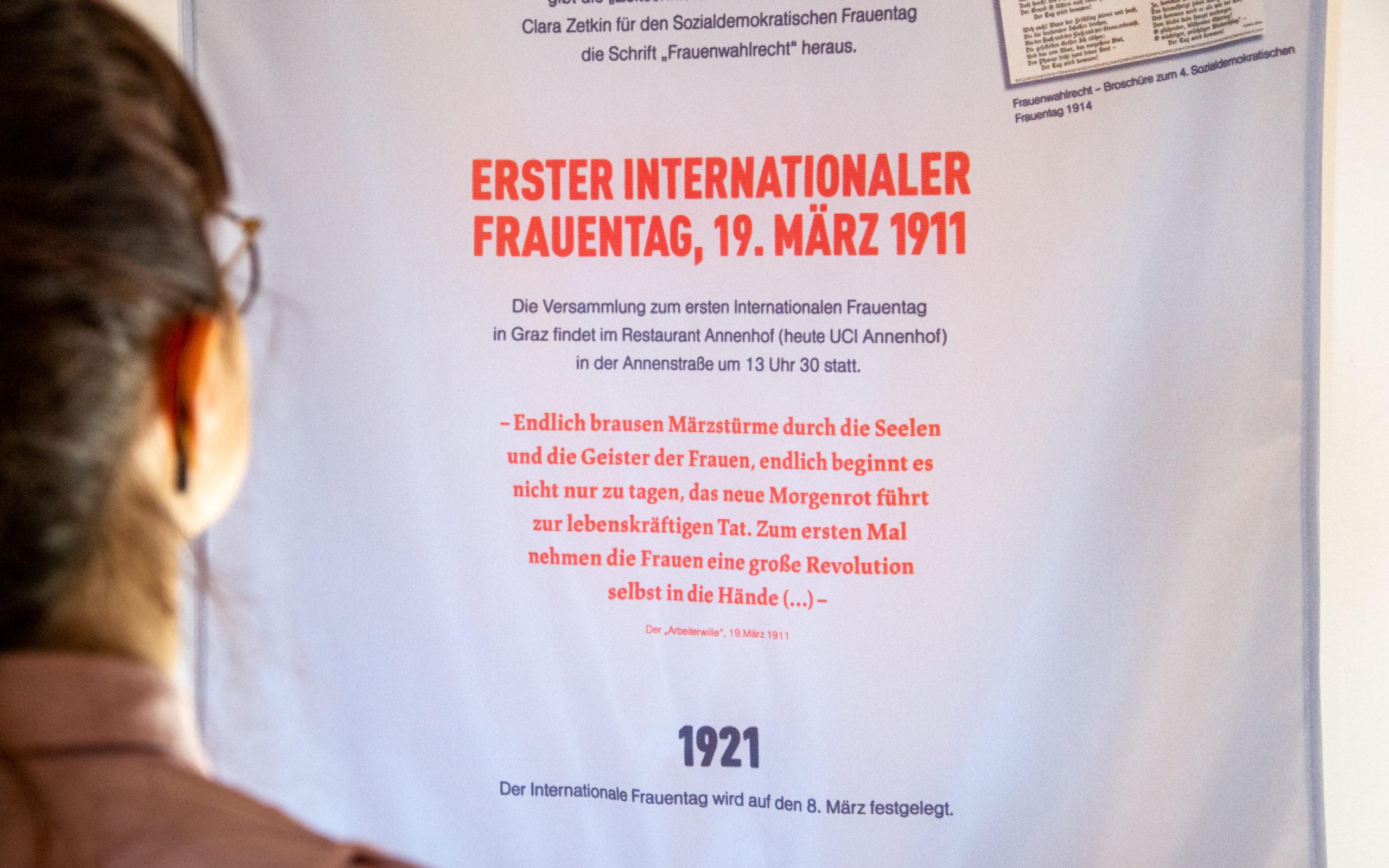 """Ausstellung """"Streiflichter. Geschichten von Kommunistinnen in der Steiermark"""": Austellungsgrafik von look! design für den KPÖ Bildungsverein Graz"""