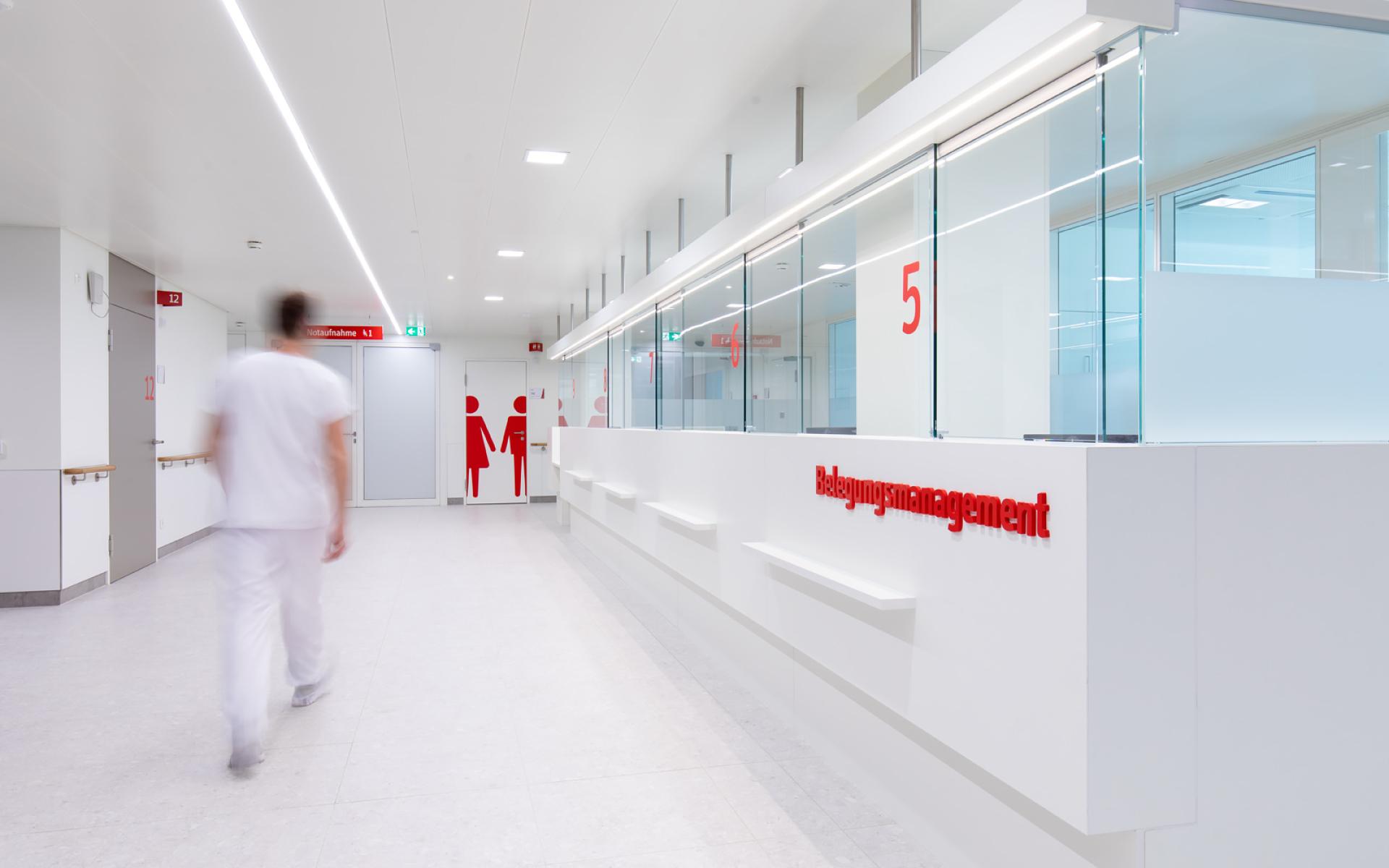 Leitsystem für das Krankenhaus Barmherzige Brüder am Standort Marschallgasse Graz von der Designagentur look! design