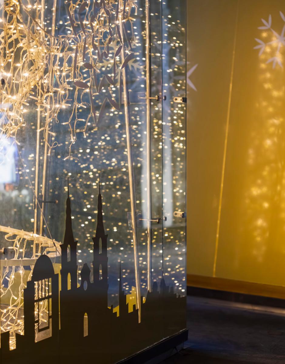 Auslagengestaltung im Spitzhaus in der Grazer Herrengasse von der Designagentur look! design